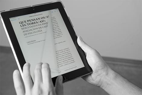 Publicación digital de Cadernos de Psicoloxía en tablet, por Uqui.net