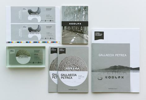 Folletos e aplicacións para a exposición Gallaecia Petrea (uqui)