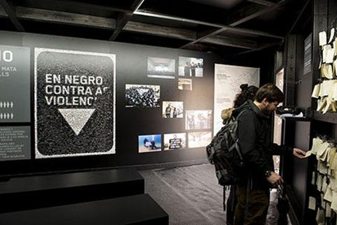 Triángulo en negro contra a violencia machista