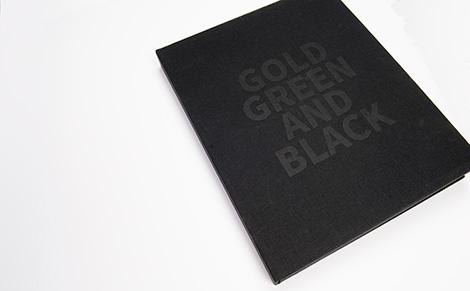 Caixa de presentación do libro Santiago de Compostela, ouro, verde e negro, por Uqui.net
