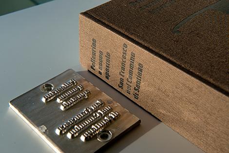 Cliché de produción e libro «Peregrino e novo apóstolo, San Francisco no Camiño de Santiago», por Uqui.net