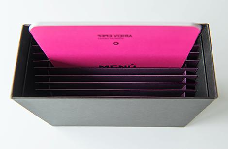 Packaging de almacenaxe para cartas de menú de Pepe Vieira, por Uqui.net