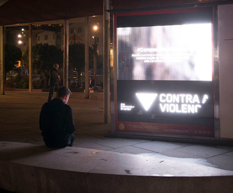 Video na Praza Roxa - 25N Compostela en Negro - Uqui.net