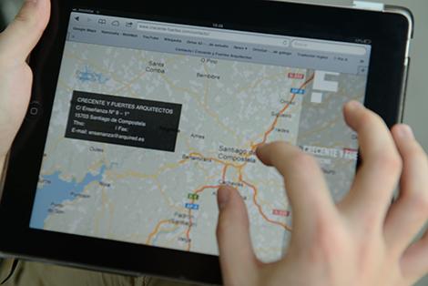 Visualización no iPad da páxina de contacto, por Uqui.net